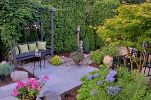 arbor-in-stroll-garden