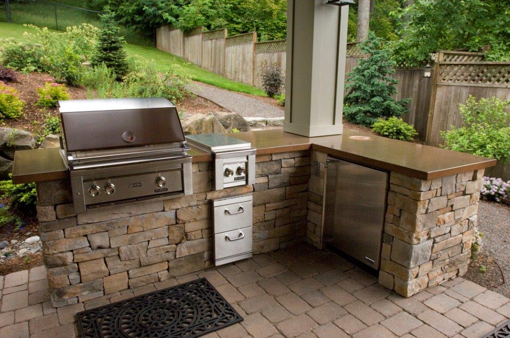 Image of an Oregon City Backyard Kitchen Design and Build by Drake's 7 Dees